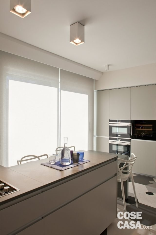 Soluzioni da copiare nella casa con percorso di piastrelle esagonali libreria che divide e - Piastrelle esagonali cucina ...