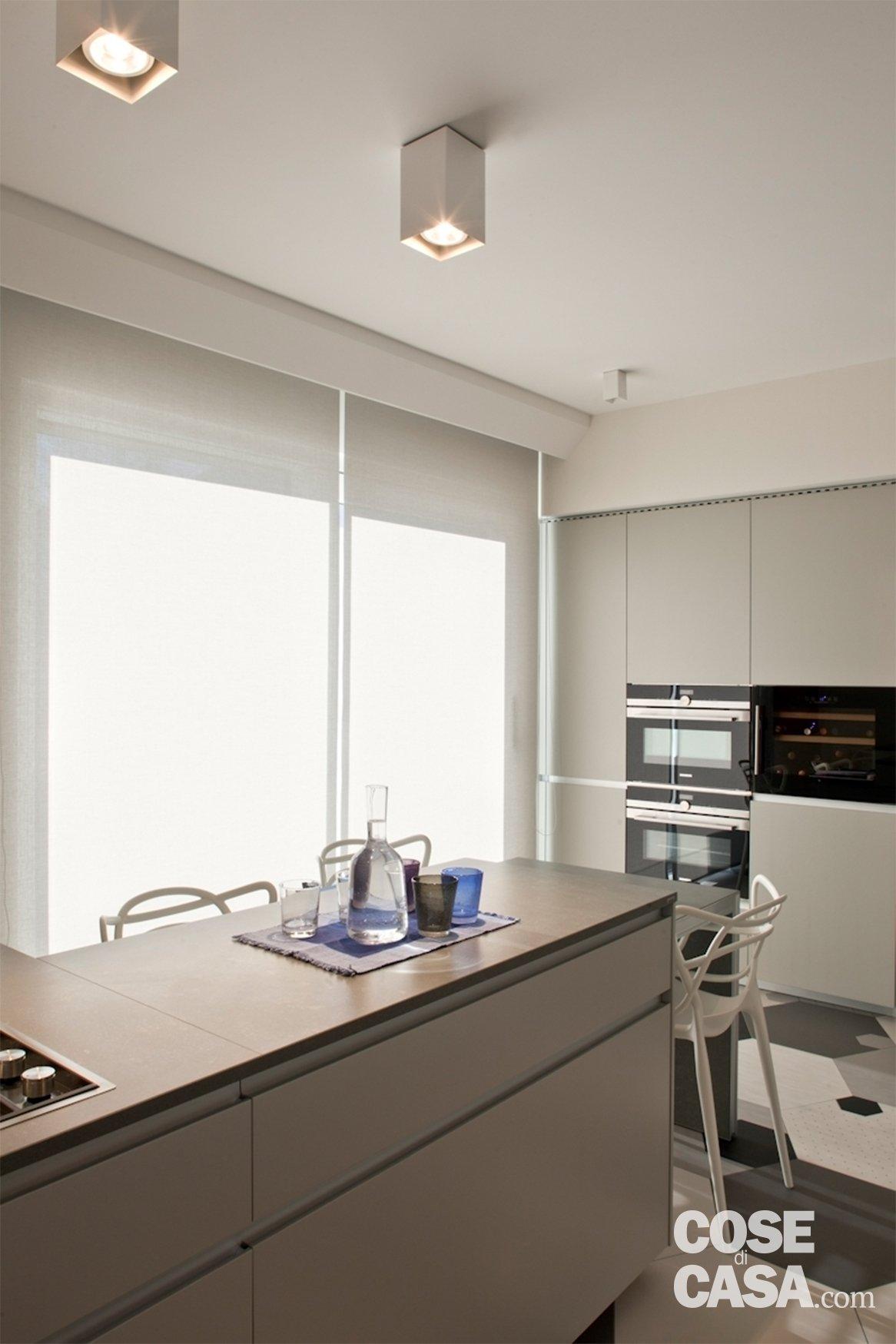 Soluzioni da copiare nella casa con percorso di piastrelle esagonali libreria che divide e - Soluzioni no piastrelle cucina ...