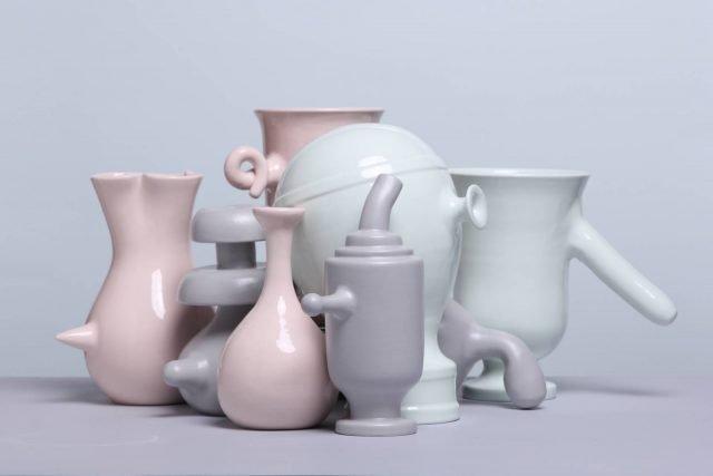 Una selezione dei vasi di Matteo Cibic parte della mostra sperimentale Vaso Naso.
