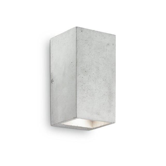 Kool di Ideal Lux è la nuova applique dalla forma geometrica e squadrata che è interamente realizzata in vero cemento, posizionato su una struttura metallica interna. É un oggetto con un design minimale ed elegante allo stesso tempo. www.ideal-lux.com