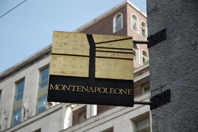 Il logo del distretto MonteNapoleone District dedicato alle eccellenze Made in Italy.