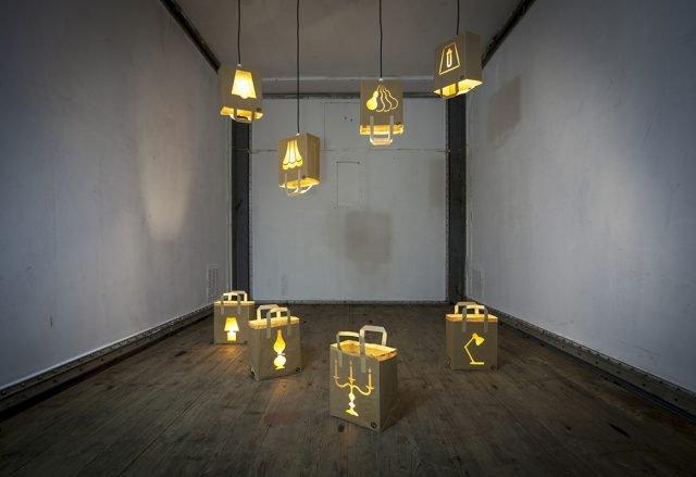 Bagalight, alcune delle lampade in carta riciclata presenti alla mostra organizzata da Comieco al Mudec.