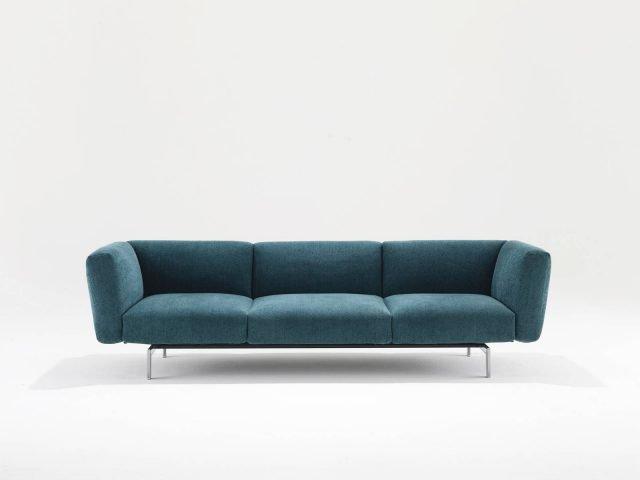 Avio Sofa System di Knoll è il divano, design Piero Lissoni, nella nuova versione più compatta che ha la seduta con una nuova profondità di 85 cm. É disponibile a due, tre o quattro posti; la struttura poggia su quattro sottili piedini in metallo. www.knoll.com