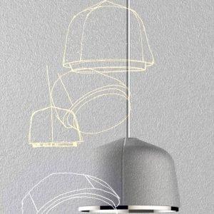 Arumi di Foscarini è la nuova lampada a sospensione, design Lucidi e Pevere, caratterizzata da una forma compatta: il diffusore a cupola, realizzato in alluminio, riflette e proietta la luce verso il basso. La superficie esterna appare opaca e materica, impreziosita da tre rilievi che la fanno sembrare appena estratta dallo stampo; internamente la superficie metallica è lucida e riflette i raggi della sorgente luminosa a Led. www.foscarini.com
