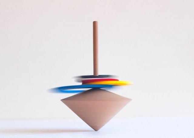 La trottola Twirl disegnata da Frédérique Ficheroulle e autoprodotta.