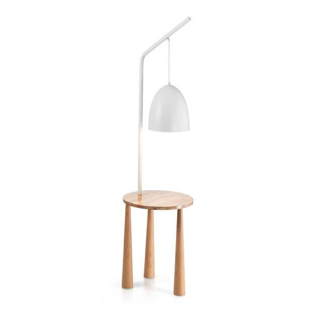 Piano di Ideal Lux è la nuova lampada da terra composta da un tavolino in legno naturale tornito e da un elemento luminoso, formato da un diffusore e da un sostegno in metallo verniciato opaco bianco: si tratta di un complemento multiuso e salvaspazio. Il design nordico lo rende facile da ambientare. www.ideal-lux.com