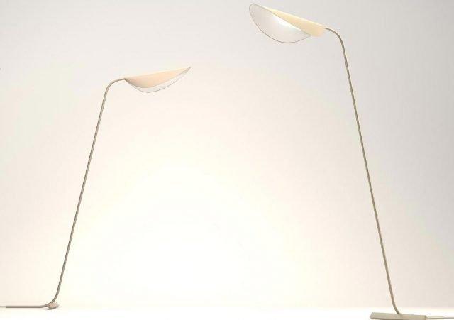 Plume di Oluce è la nuova lampada da tavolo e da terra, disegnata da Christophe Pillet, con un design estremamente leggero e elegante che si rifà ai modelli dello stile Liberty rivisitati in chiave contemporanea. La struttura è realizzata in metallo e l'illuminazione avviene per mezzo di tecnologie Led.  www.oluce.com