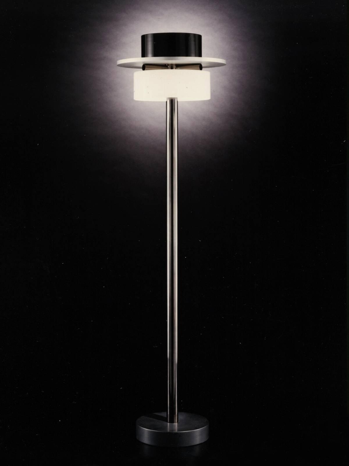 Lampade da terra di design punti luce e atmosfera con le for Lampade da mobile