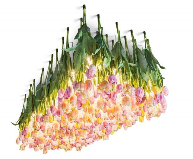 Flower Power di VGnewtrend è la nuova lampada a sospensione formata da tantissimi tulipani artificiali tra cui trovano posto una serie di lampade in vetro di Murano con illuminazione a Led. É realizzata esclusivamente su misura ed è disponibile anche con altri fiori. www.vgnewtrend.it