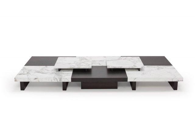 Tau di Amura è il tavolino disegnato come una grande scacchiera che accosta materiali pregiati come il noce Canaletto e il marmo Calacatta che danno vita ad un elegante gioco di chiaro scuri. www.amuralab.com