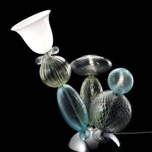 Perseus di Barovier & Toso è la nuova lampada da tavolo disegnata da Marcel Wanders e realizzata in vetro secondo la tradizione muranese. Ha la forma di  un piccolo cactus in vetro colorato trasparente su cui trova posto, come un fiore, il diffusore in vetro bianco; la base è realizzata in metallo cromato. www.barovier.com