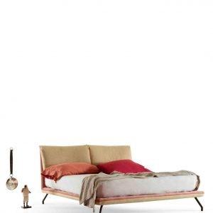 Freely di My Home Collection è il nuovo letto, design Angeletti Ruzza, con una linea semplice e elegante interamente rivestito con un morbido tessuto bicolore. Sono presenti quattro esili piedini di metallo; è disponibile anche nella versione salvaspazio con contenitore.  www.myhomecollection.it