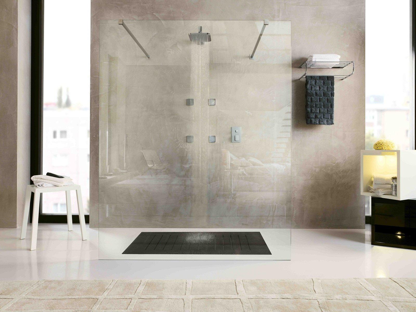 A parete o a soffitto i moderni soffioni doccia assicurano momenti di piacere e benessere - Soffione doccia soffitto ...