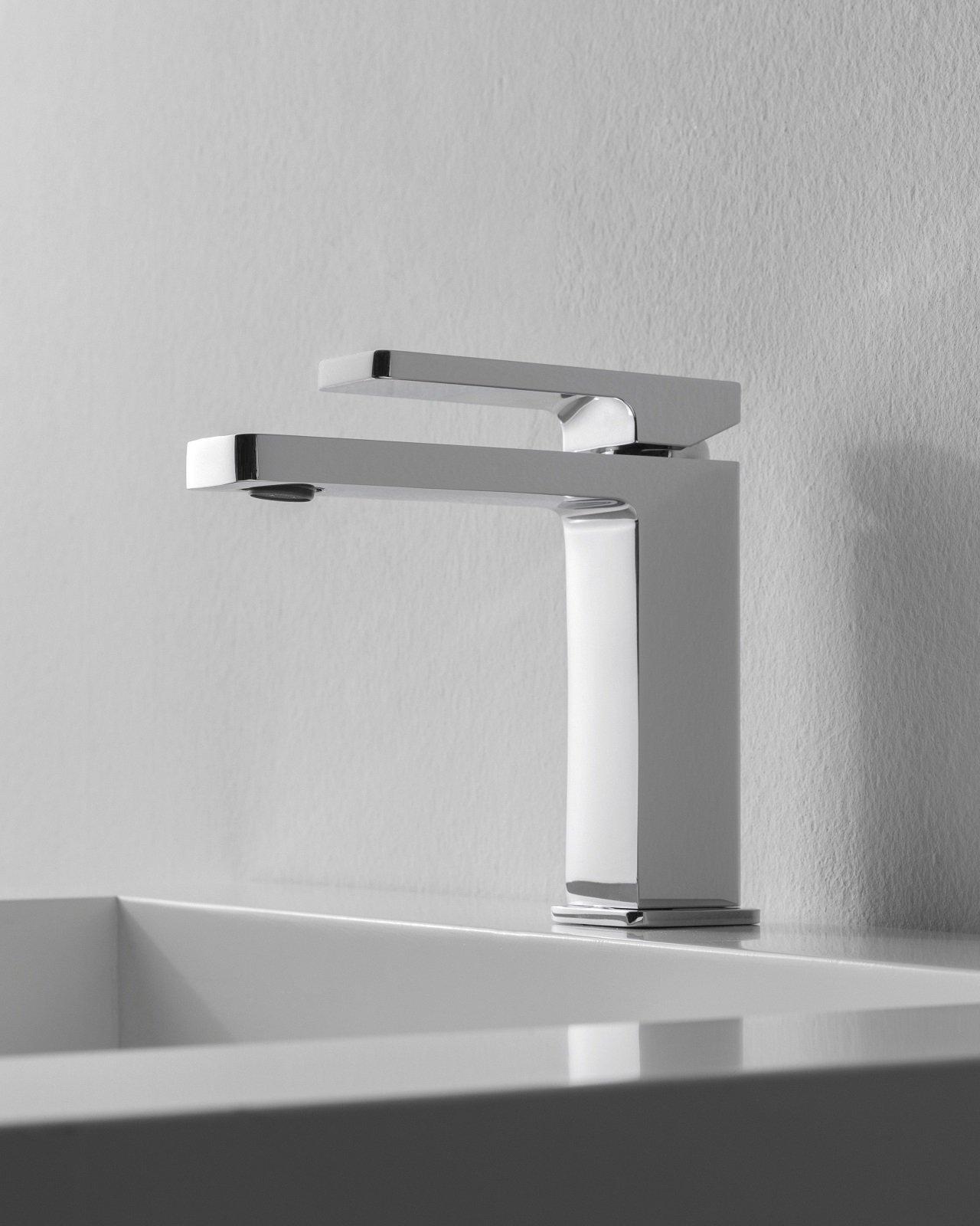 Risparmio d acqua ed energia e un piacevole design sono i punti di forza dei nuovi rubinetti per - Costo water bagno ...