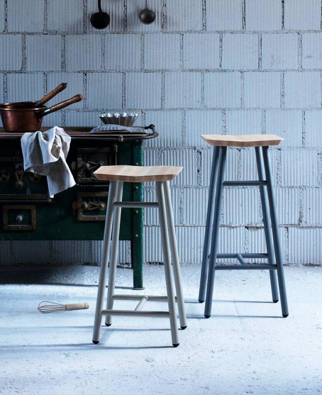 Ha seduta in massello di faggio oliato e struttura in acciaio lo sgabello Dedo di Miniform; esiste in 3 dimensioni e costa a partire da 280 euro. www.miniforms.eu