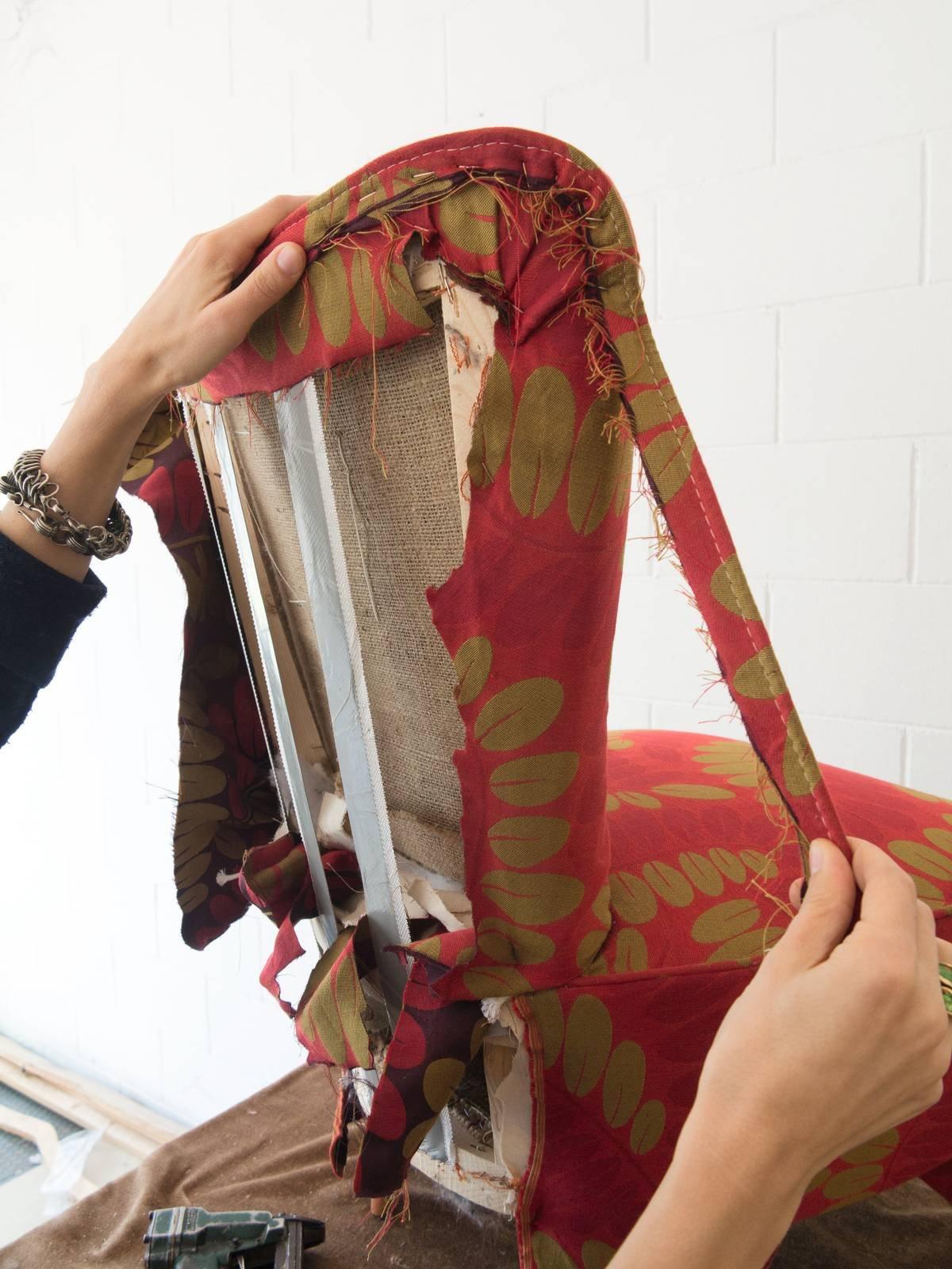 Come Tappezzare Un Muro rivestire una poltrona: come si fa e quali tessuti scegliere