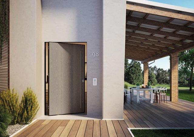 I classici rivestimenti in PVC prodotti da Di.Bi. sono proposti anche per la porta Di.Big in oltre 60 colori, tra effetti legno e tinte Ral. Questo materiale, così come il Laminam, è particolarmente adatto per l'esposizione all'esterno, a contatto con i raggi solari e l'acqua.