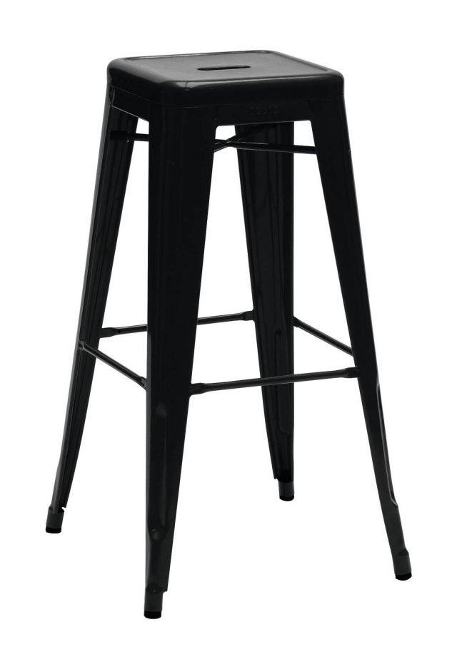 È un classico lo sgabello bar H di Tolix in lamiera d'acciaio inox laccata a polvere. Misura L 31 x P 31 x H 75 cm e costa 242 euro. www.madeindesign.it