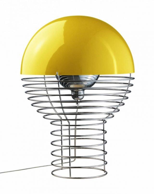 Prendete parte alla storia del design con questa riedizione di una lampada mitica e senza tempo: la famosa Wire di Verpan/Made in Design, creata nel 1972 da Verner Panton. Formata da una spirale di fili in acciaio e sormontata da una cupola di plastica colorata che funge da diffusore, misura Ø 40 x H 54 cm. Prezzo 876 euro. www.madeindesign