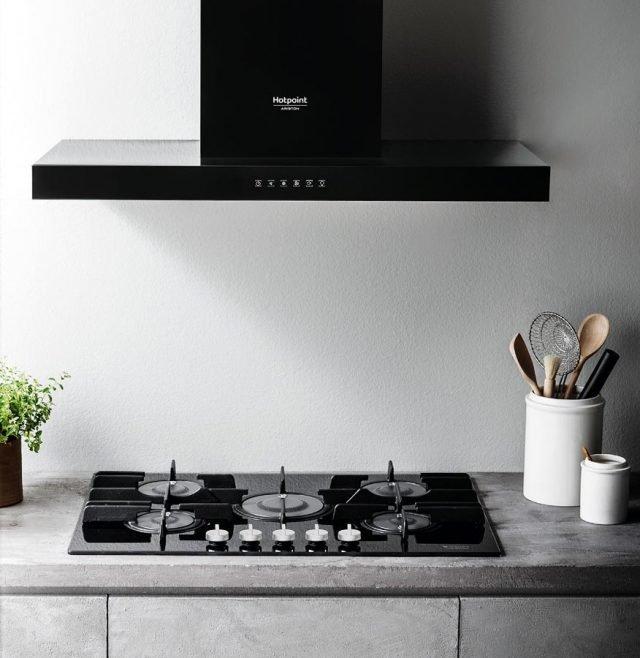 Elettrodomestici in bianco o nero cose di casa for Piano cottura 5 fuochi vetro