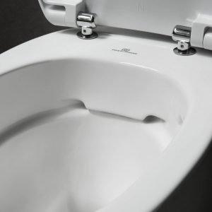 Dettaglio del WC Easy di Pozzi-Ginori con tecnologia Rimfree