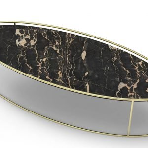 Atollo di Calligaris è il nuovo tavolino con il piano ellittico realizzato in ceramica accoppiata vetro nella finitura Marmo nero. La struttura, esile e elegante, è in metallo ottone lucido. É disponibile anche rotondo in due altezze diverse. Misura L 110 x P 40 x H 30 cm. www.calligaris.it
