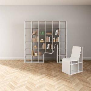 Bookshelf-Bookchair di Alias è la nuova libreria, design Sou Fujimoto, che ingloba anche una sedia coordinata che può essere inserita perfettamente all'interno o sistemata liberamente in casa. La struttura con una forma compatta è realizzata in pannelli in fibra di legno o multistrato impiallacciato  laccato bianco. www.aliasdesign.it