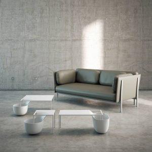 Flow Bowl di Alias è il nuovo tavolino, design Nendo, che ha la struttura in acciaio verniciato bianco, ma disponibile anche grigio e grigio grafite; il piano e il contenitore ad esso collegato sono realizzati in poliuretano. É un arredo originale e scenografico. www.aliasdesign.it