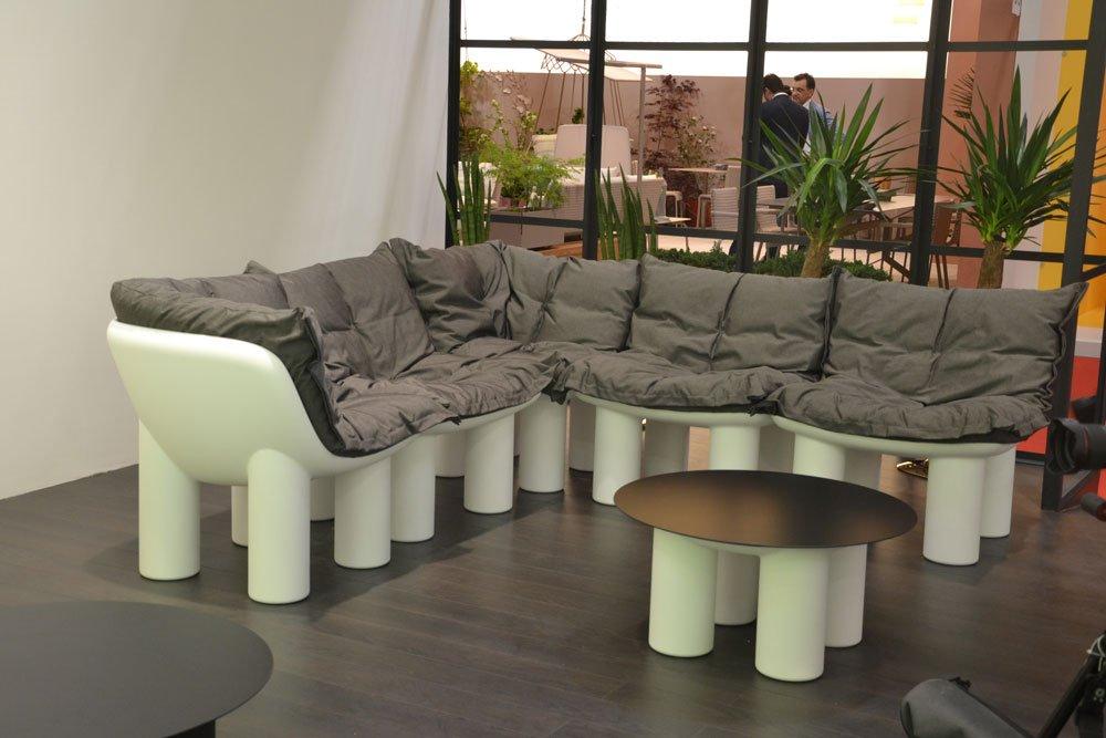 I mobili per l 39 esterno entrano in casa foto della diretta for Opzioni di raccordo per l esterno della casa
