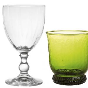 Bicchieri di CoinCasa: al calice per vino in vetro di Boemia trasparente  è abbinato un bicchiere con piede colorato in pasta. Il primo: prezzo 4,50 euro; il secondo 4,90 euro. www.coincasa.it/