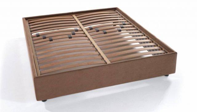 Il sommier Twist di Bultex ha il telaio in legno di abete con rivestimento imbottito. È progettato per accogliere al suo interno qualsiasi rete dell'azienda. Interamente sfoderabile, è disponibile in 4 tessuti differenti e 55 colori, per un sistema letto personalizzabile all'infinito e davvero unico. Prezzo per la versione matrimoniale standard 647 euro.  www.bultex.it