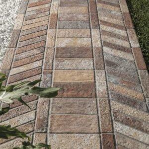 Pavimentazioni esterne piastrelle di piccolo o grande for Pavimenti da esterno leroy merlin