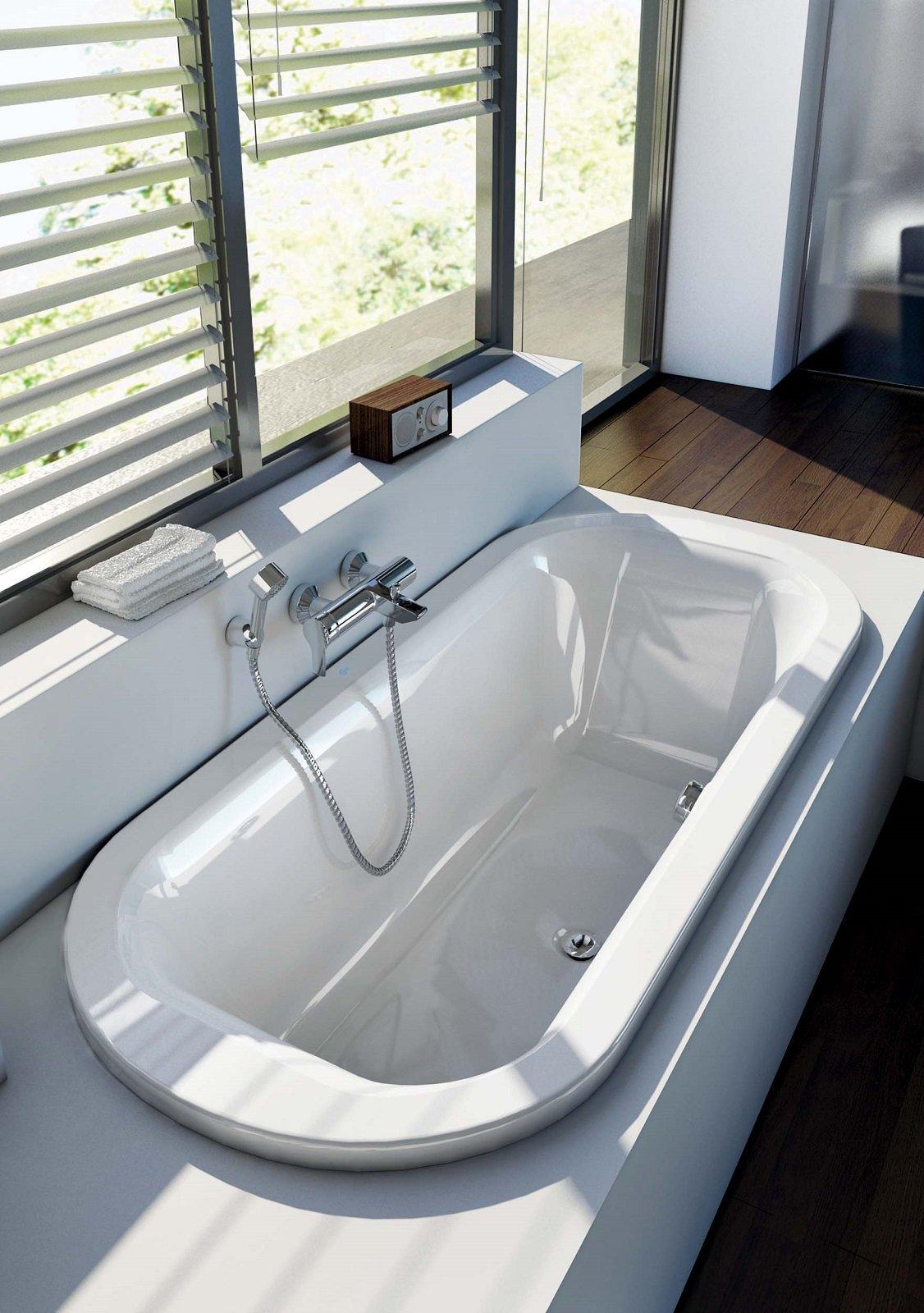 In svariate forme e misure le vasche da incasso si adattano alle dimensioni e alla composizione - Vasche da bagno ideal standard prezzi ...