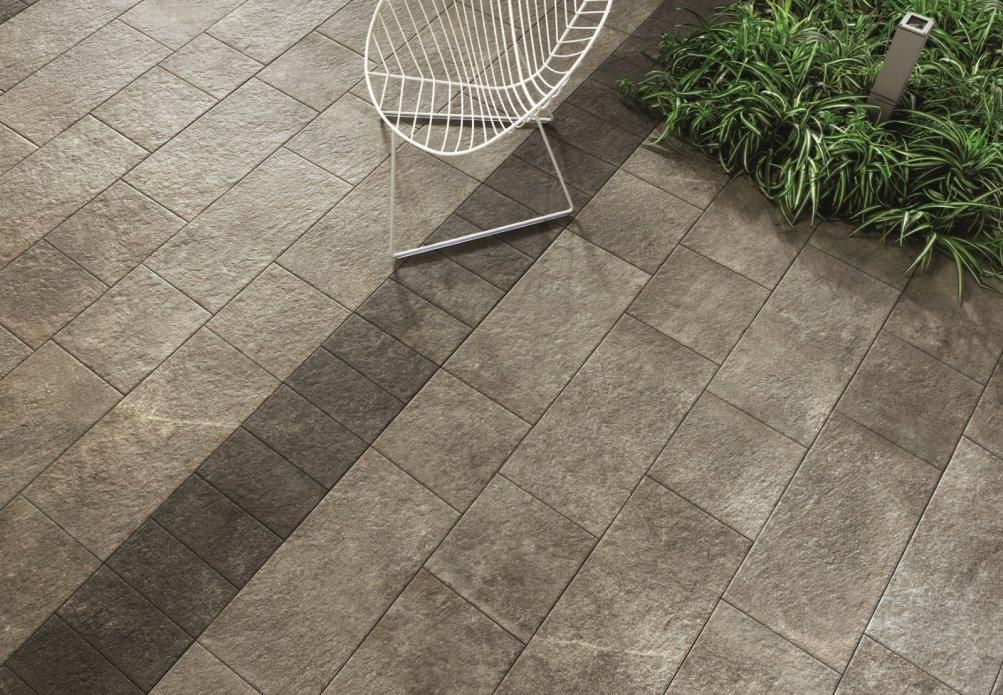 Pavimentazioni esterne piastrelle di piccolo o grande formato per l 39 outdoor cose di casa - Piastrelle da balcone ...