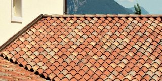 Controllare il tetto per valutare i problemi