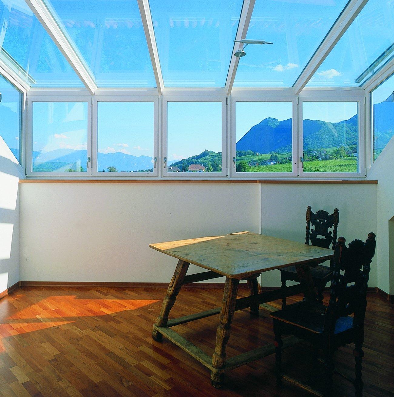 Per verande e coperture vetrate serramenti isolanti ed for Mobili terrazza