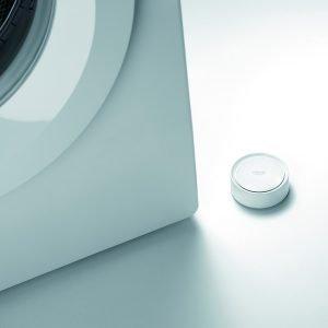 Grohe Sense monitora l'umidità, rileva perdite e avvisa il proprietario di casa tramite smartphone in caso di qualsiasi problema.