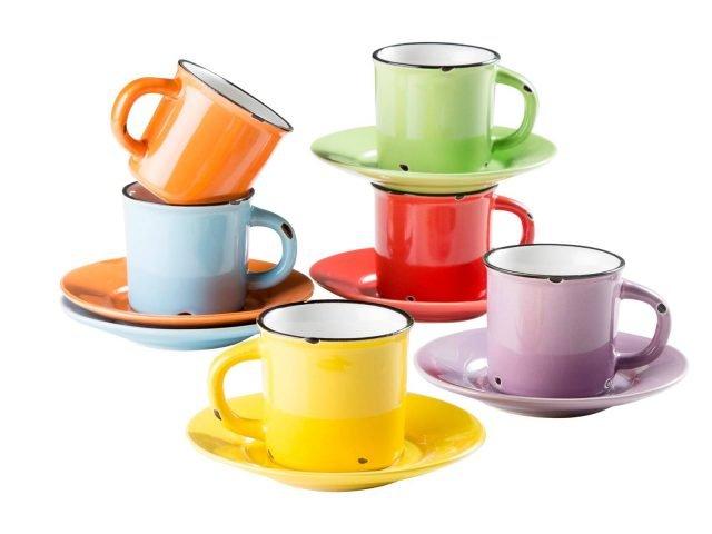 """Art. G379 di Novità Home è il set di sei tazzine per la tavola dell'estate interamente realizzate in ceramica colorata; hanno un aspetto piacevolmente vintage. Sono corredate di un piattino coordinato. Prezzo 19,80 euro per il set. w HYPERLINK """"http://Www.novitahome.com/""""ww.novitahome.com"""