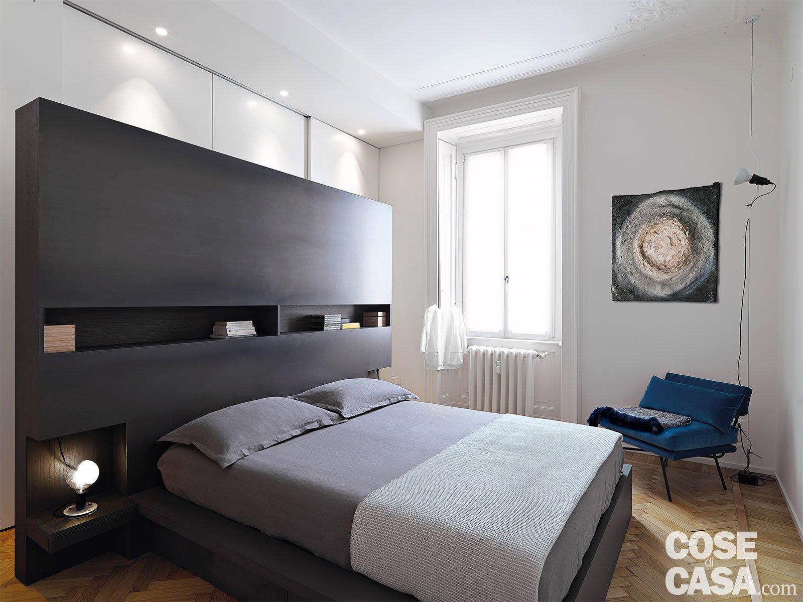 110 mq con una parete in vetro per dividere soggiorno e corridoio e con la cabina armadio dietro - Armadio dietro letto matrimoniale ...