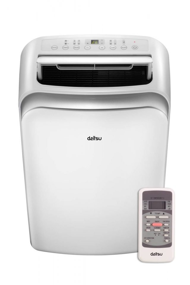 In classe energetica A, il condizionatore portatile APD12-HR di Daitsu può anche riscaldare. In raffrescamento ha potenza di 12.000 Btu/h e è dotato di movimento automatico delle alette per direzionare il flusso dell'aria in modo omogeno e di timer per la programmazione di accensione e spegnimento. Misura L47xP47xH76,5 cm. Prezzo 379 euro. www.daitsu.it