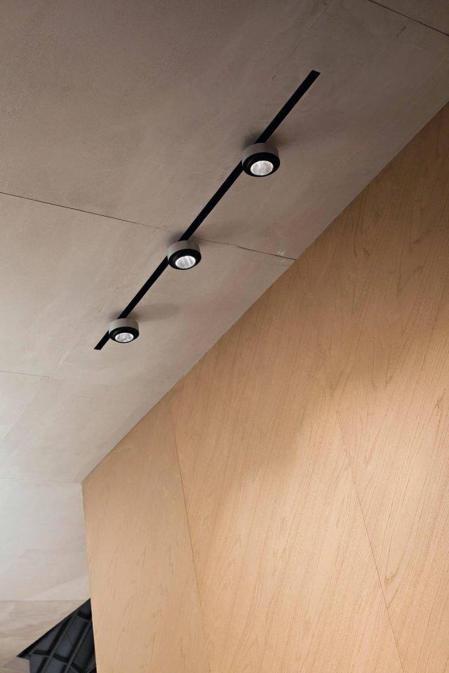 Illuminare i quadri dal basso dall 39 alto o con luce for Faretti flos