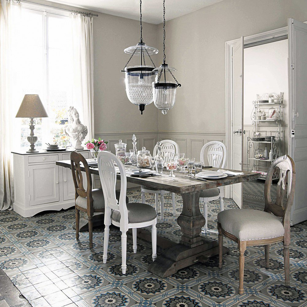 Tavolo e sedie in stile classico in versione shabby o total white cose di casa - Tavolo maison du monde ...