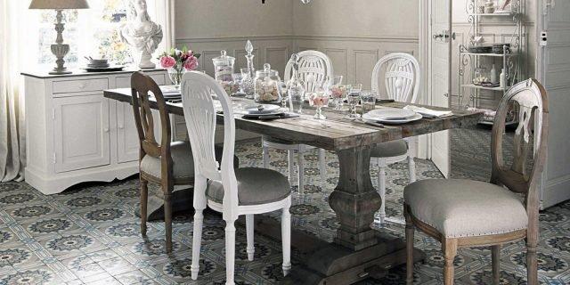 Tavolo e sedie in stile classico, in versione shabby o total white