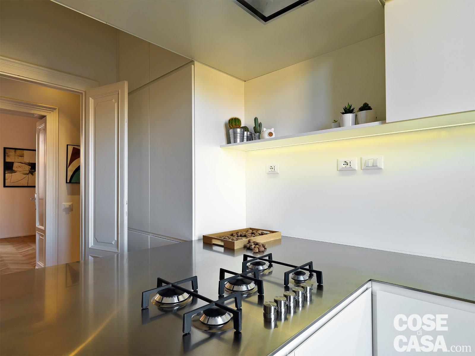 Camera Ospiti Per Vano Cucina : 110 mq con una parete in vetro per dividere soggiorno e corridoio e