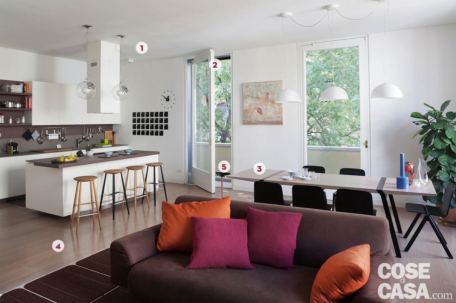 Una casa con il soggiorno open space che diventa più grande ...