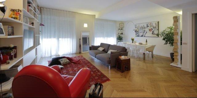 130 mq: soggiorno doppio e cucina separata per la casa con bagno e cameretta a pianta irregolari