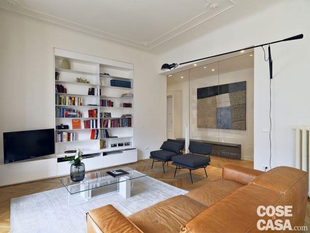 110 mq con una parete in vetro per dividere soggiorno e corridoio e con la cabina armadio dietro - Colori per corridoi di casa ...