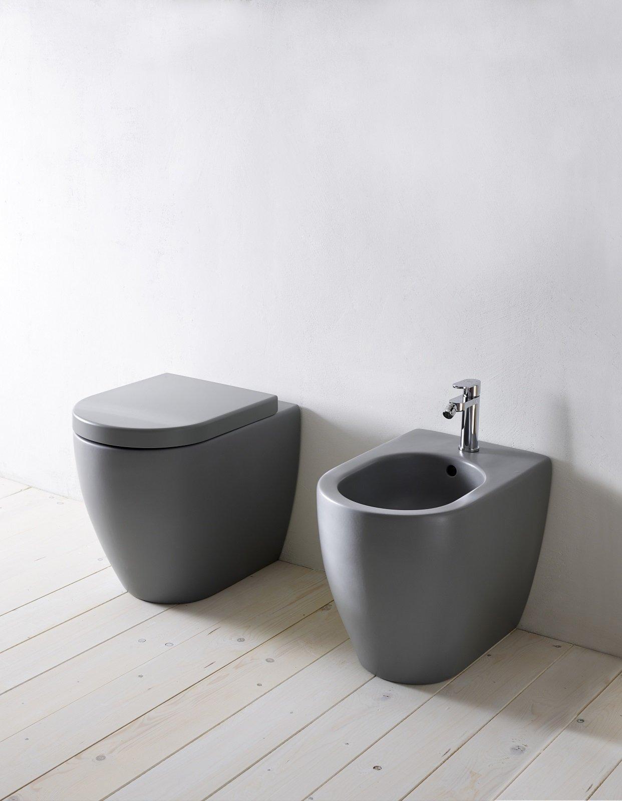 Eleganti vasi e bidet in stile minimal i sanitari salvaspazio for Sanitari cielo