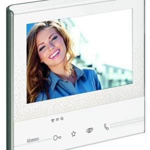 Il videocitofono connesso 300X13E di BTicino fa parte del programma Elior dedicato alle soluzioni IoT. (ww.bticino.it)