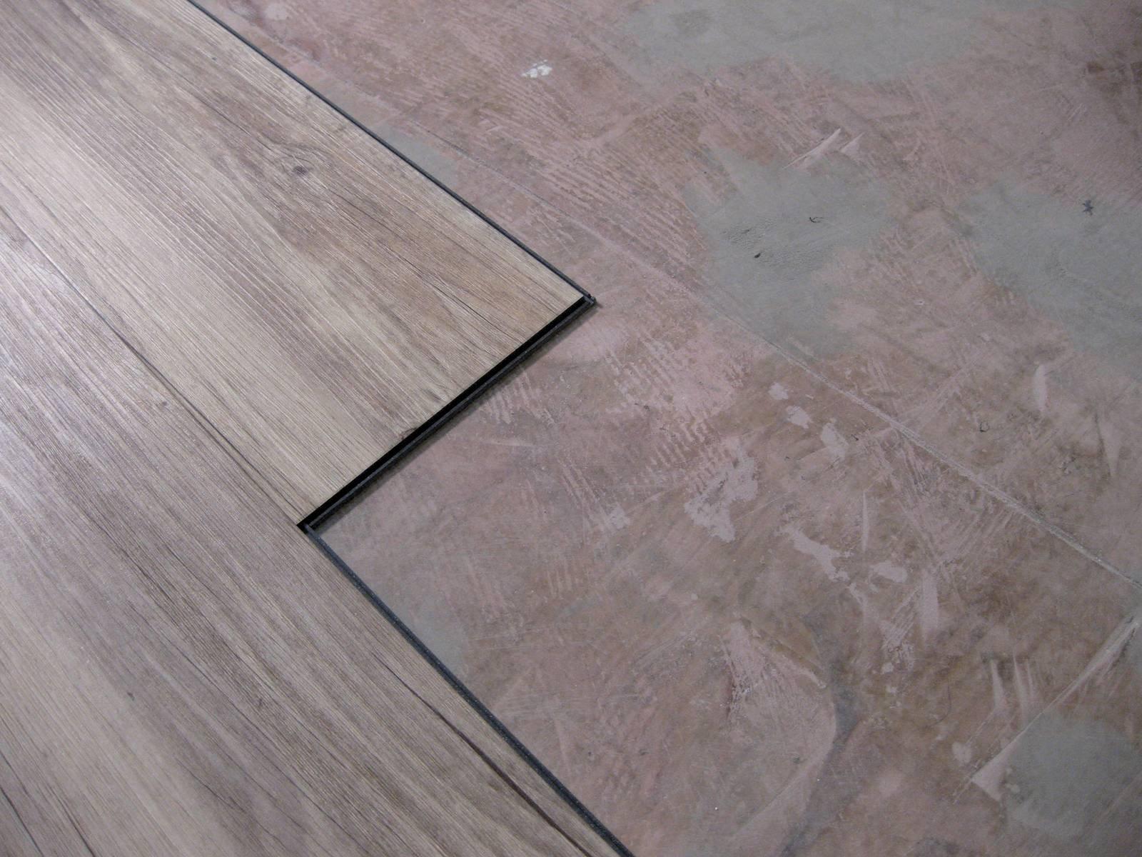 Posare da soli il pavimento in vinilico effetto parquet gli step e il video tutorial cose di casa - Parquet ad incastro ikea ...